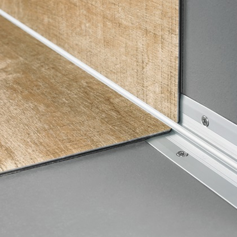 quickstep livyn 2000 x 25 x 25 mm profil d 39 escalier coin int rieur coller. Black Bedroom Furniture Sets. Home Design Ideas